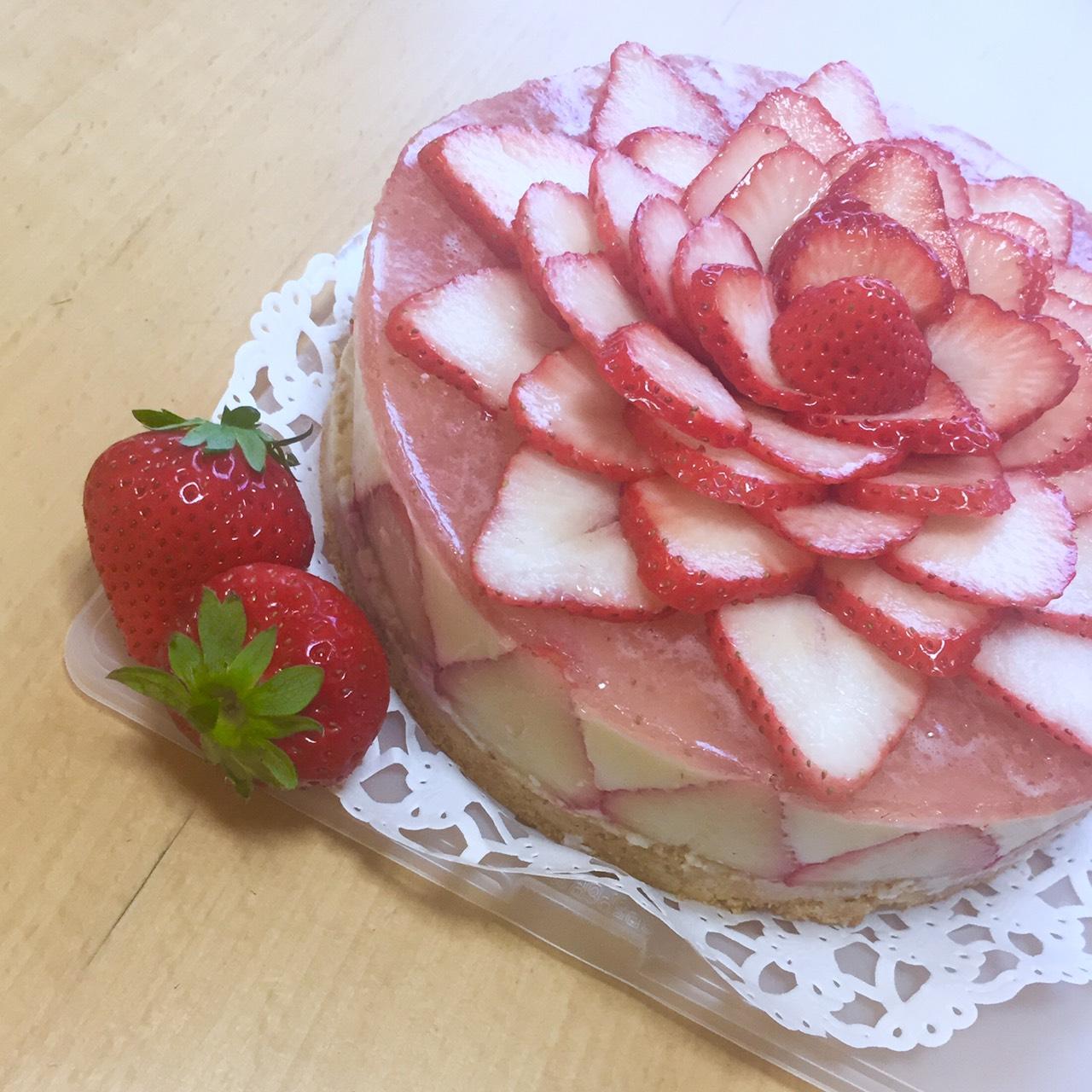 おうち時間にオススメ!いちごのレアチーズケーキ